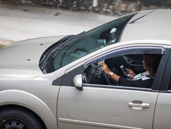Até agosto, 247 motoristas foram multados por uso de celular ao volante, segundo Detran-AM