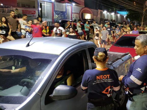 Mais de 30 motoristas são flagrados dirigindo sob o efeito de álcool