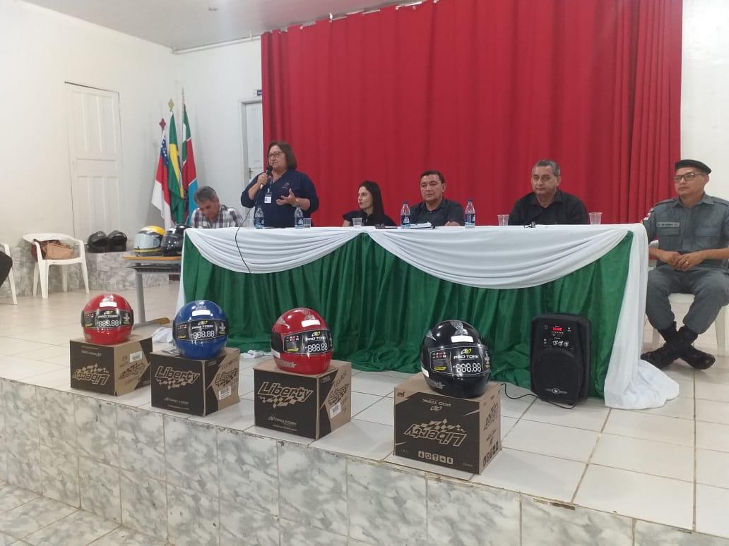 Em Itacoatiara, Detran-AM conscientiza motociclistas sobre uso de capacete