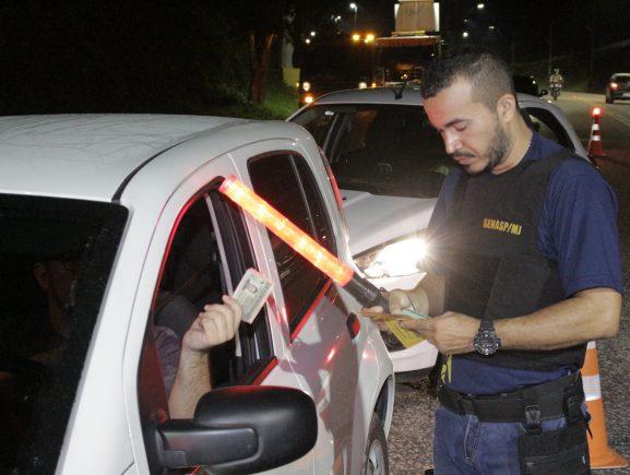 129 autos de infração são emitidos durante fiscalização na zona leste