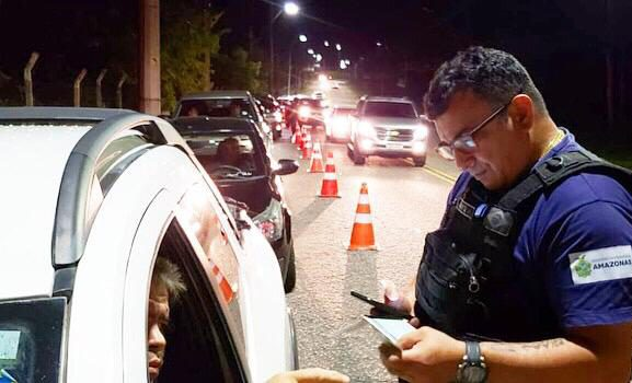 Final de semana teve 22 motoristas flagrados dirigindo sob o efeito de álcool
