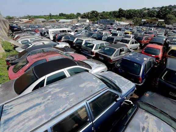 Detran-AM realiza leilão com aproximadamente 1.000 veículos