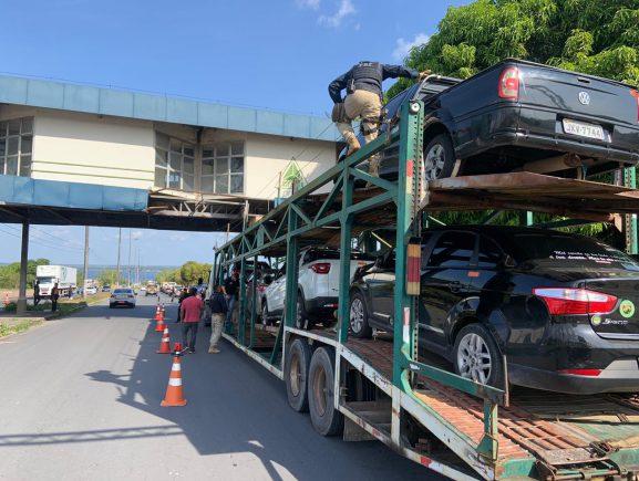 Operação conjunta entre Detran-AM, PRF e DRFV combate o transporte de veículos roubados e remove 28 na região do Porto da Ceasa